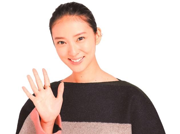 武井咲さんの両親への想い 「私のせいで人生を変えたからこそ」