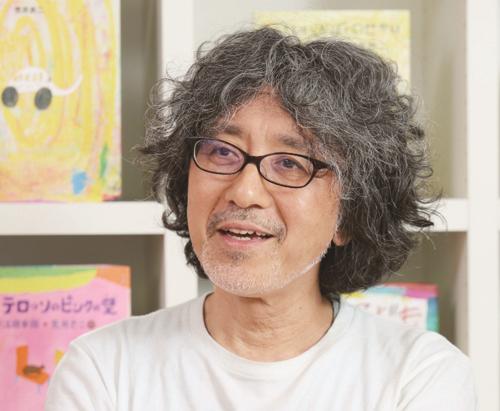 【絵本作家インタビュー】荒井良二さん:子ども達に「いい日だった」と眠りについてほしい