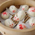 新年のお祝いに、華やかな手作りお菓子を。うさぎの形の「紅白まんじゅう」